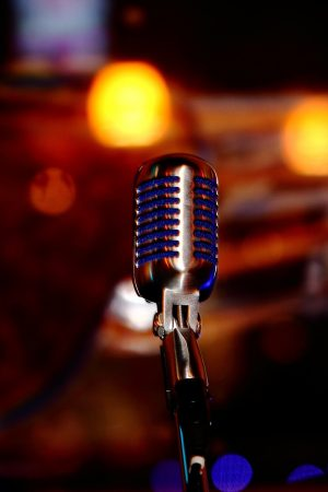 microphone-780178_1920
