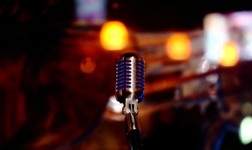 microphone-780178_1920